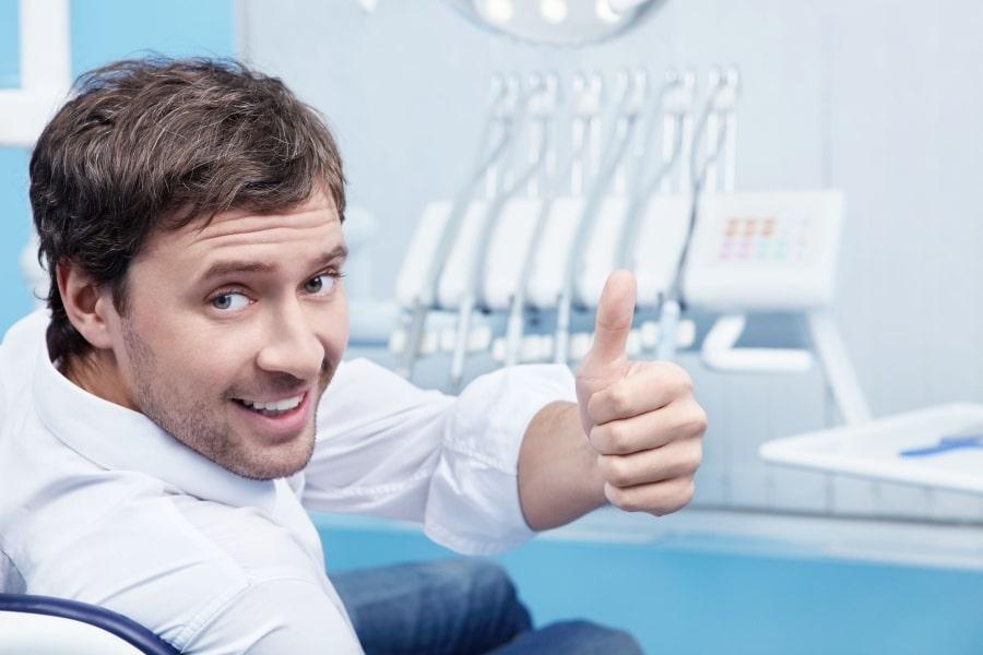 Довольный пациент стоматолога
