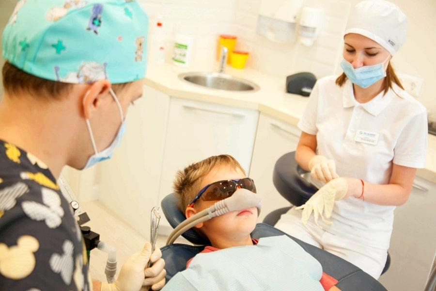 Лечение зубов ребенка под наркозом